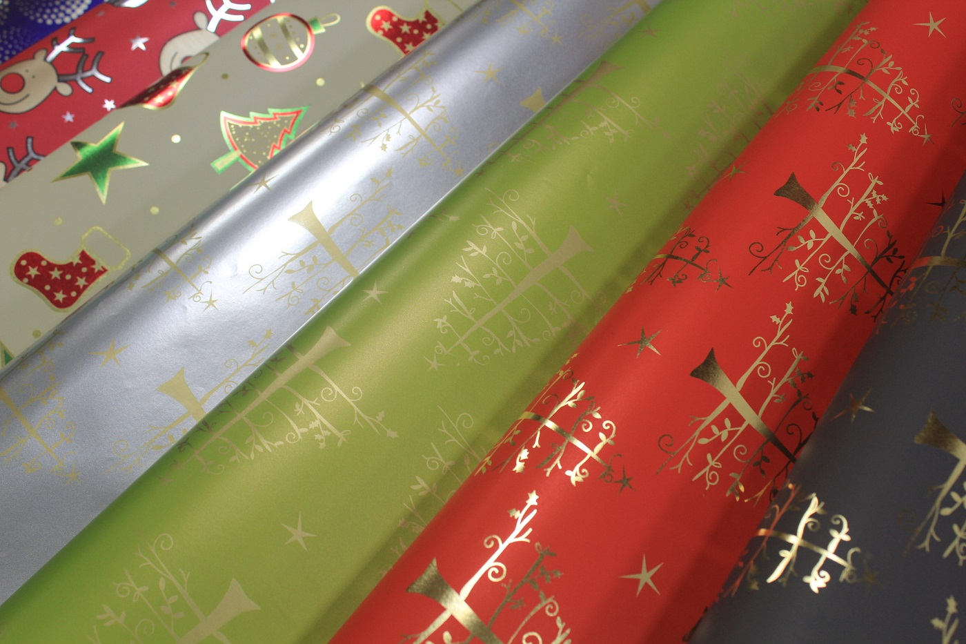 metallic wrapping paper Alibabacom offers 3,165 metallic wrapping paper products about 64% of these are specialty paper, 11% are paperboard, and 6% are kraft paper a wide variety of metallic wrapping paper options are available to you, such as waterproof, moisture proof, and anti-curl.